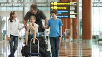 holiday-survival-tips-family-airport.jpg.rend.tccom.616.462